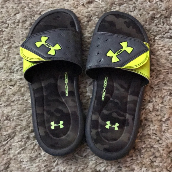 Under Armour Boys Size 5 Slide Sandals 7a4e038048b26